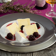 Käserei Champignon Cremieur with spiced blackberries